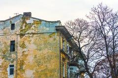 老肮脏的房子 免版税库存照片