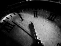 老肮脏的时钟 免版税库存图片