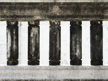 老肮脏的楼梯栏杆 库存照片