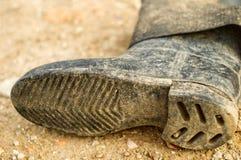 老肮脏的胶靴 库存照片