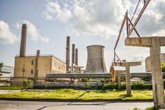 老能源厂看法有大具体熔炉的 下落的化工共产主义产业 免版税库存图片