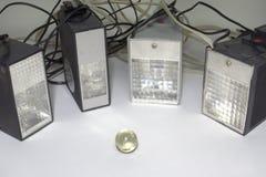 老脉冲电子闪光,围拢小玻璃球 图库摄影