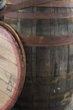 老脏的葡萄酒桶 免版税库存图片