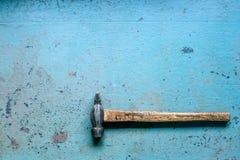 老脏的锤子 库存照片