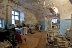 老腐烂的医院病房, Patarei 免版税库存照片
