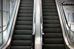 老自动扶梯的播种的图象 选择聚焦和浅景深 库存图片