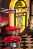 老自动电唱机 免版税库存图片
