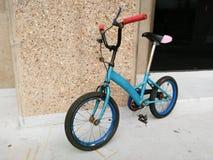 老自行车玩具 库存照片