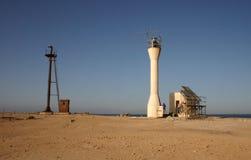 老航海烽火台和残破的太阳能 库存图片