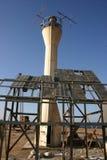 老航海烽火台和残破的太阳能 图库摄影