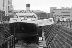 老船在贝尔法斯特力大无比的博物馆 库存照片