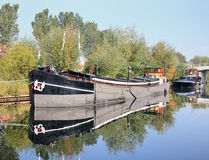 老船在Pius港口,提耳堡大学,荷兰停泊了 免版税库存图片