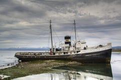 老船在Ushuaia,阿根廷 免版税库存图片
