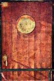 老船门的图片与一个圆的窗口的 葡萄酒样式纹理覆盖了作用 免版税库存图片