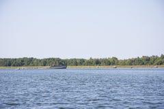老船击毁在海 库存照片