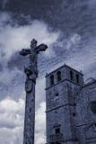 老花岗岩教会和十字架 库存图片