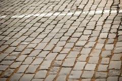 老花岗岩鹅卵石路背景纹理  库存图片