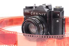 老苏维埃Zenit TTL 35 mm在白色隔绝的影片照相机 免版税图库摄影