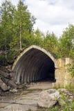 老苏联地堡在被放弃的森林里 免版税库存照片