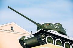 老苏联坦克在戈梅利,白俄罗斯喜欢纪念碑 库存照片