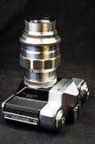 老苏联影片SLR照相机Zenit -与透镜JUPITER-11的B 免版税库存照片