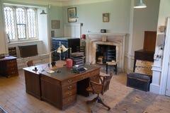 老英国办公室内部  老庭院教育中心 库存照片