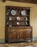 老英国古色古香的橡木厨房梳妆台 库存图片