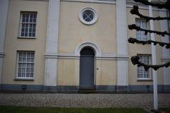 老荷兰教会在小镇 库存照片
