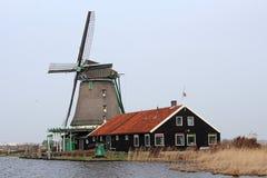 老荷兰语风车 免版税图库摄影