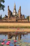 老菩萨雕象在Sukhothai历史公园 免版税库存照片