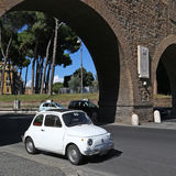 老菲亚特500在罗马 免版税库存图片