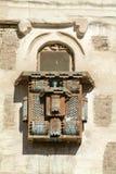 老萨那一个传统阿拉伯大厦的阳台封入物  免版税图库摄影