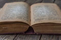 老葡萄酒书俄国德语字典 免版税库存图片