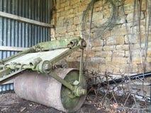 老葡萄酒农业机械 库存照片