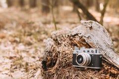 老葡萄酒小型格式测距仪照相机, 1950 20世纪60年代 免版税库存照片