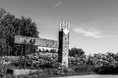 老葡萄酒建筑学在村庄 免版税库存图片