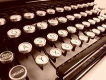 老葡萄酒德国人打字机信件和空键细节  免版税库存照片