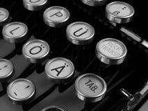 老葡萄酒德国人打字机信件和空键细节  图库摄影