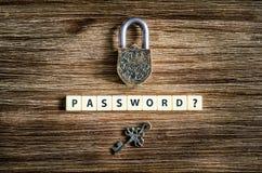 老葡萄酒挂锁和钥匙与密码签字 免版税库存照片