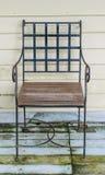 老葡萄酒木椅子 免版税图库摄影