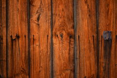 老葡萄酒木毂仓大门纹理背景 库存照片