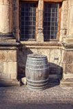 老葡萄酒桶 库存图片