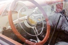 老葡萄酒汽车内部看法  免版税库存图片
