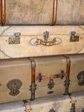 老葡萄酒皮革手提箱 库存照片