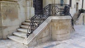 老葡萄酒石头台阶 老楼梯石头 变老的台阶 库存图片