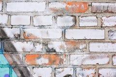 老葡萄酒肮脏的白色砖墙 免版税库存图片