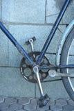 老葡萄酒自行车脚蹬链子嵌齿轮 免版税库存照片