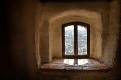 老葡萄酒视窗 库存照片