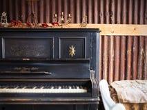 老葡萄酒钢琴 免版税库存图片