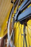 老葡萄酒细节和古董转动自行车 库存图片